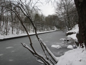 An icy Grand Union Canal